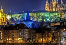 viaggiare praga by night