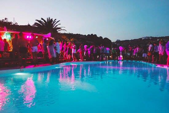 notte rosa pool party
